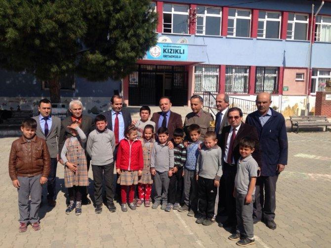 Burhaniye'de Okuma Saatlerine Bürokratlarda Katıldı