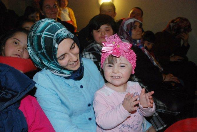 Down Sendromlu Çocuklara Karagöz-hacivat Gösterisi
