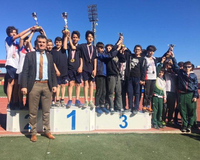 Biga Ortaokulu Atletizm Küçük Erkek Takımı Şampiyon