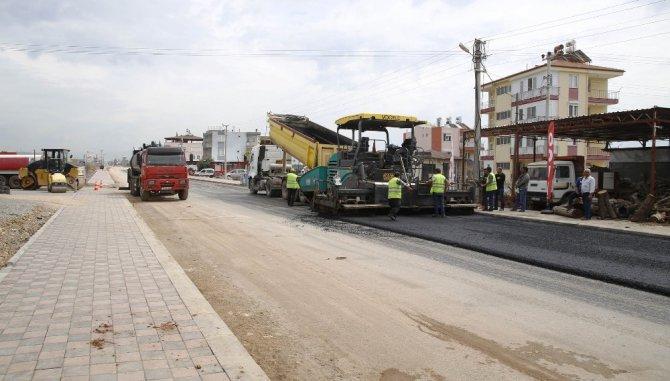 Döşemealtı Belediyesi İnönü Caddesi'ni Güzelleştiriyor