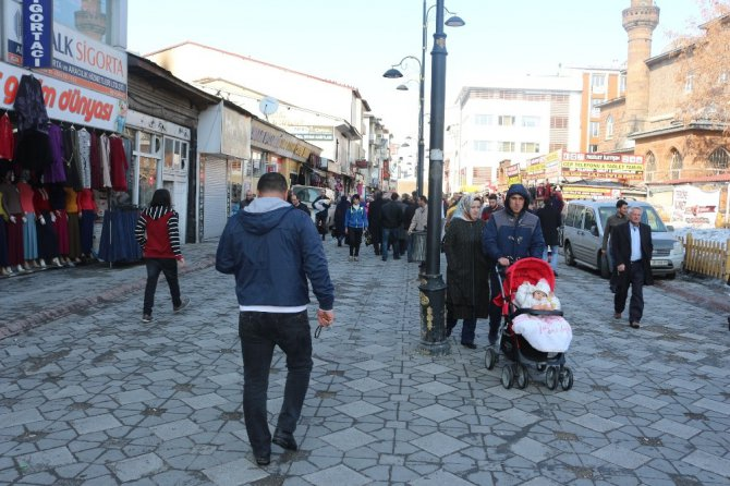 Ağrı'da Vatandaşlar Güneşin Tadını Çıkardı