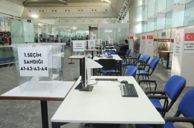Havalimanı'na Oy Sandıkları Kondu