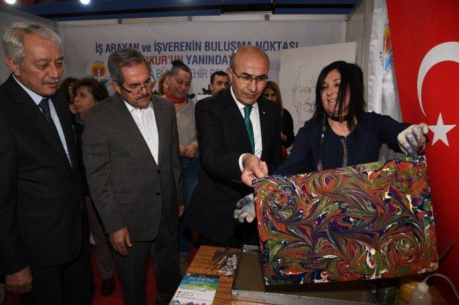 Vali Demirtaş, Büyükşehir Standında Ebru Yaptı