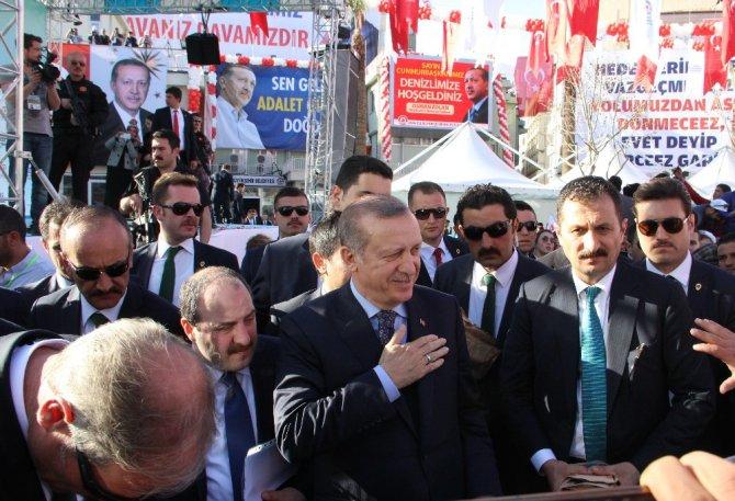 Cumhurbaşkanı Erdoğan Vatandaşlarla Fotoğraf Çektirdi