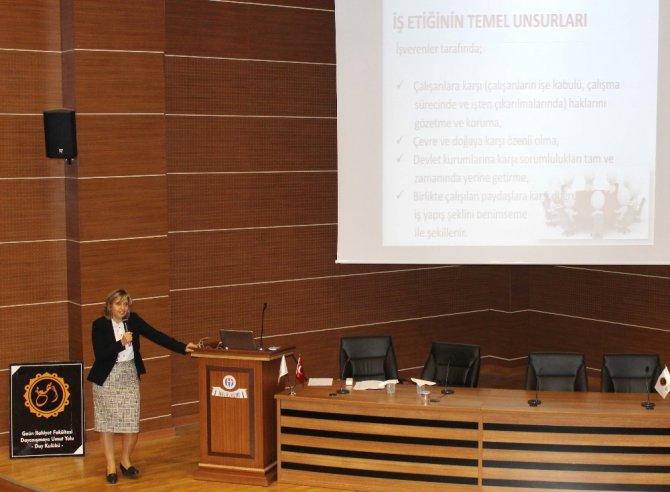 Üniversite Öğrencilerine İş Hayatındaki Etik Değerler Anlatıldı