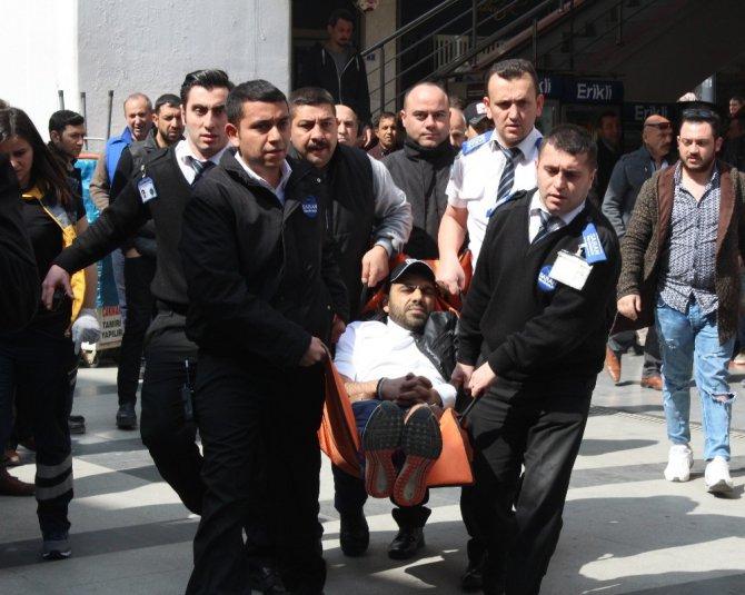 İzmit'te Avm'de Güpegündüz Adam Vuruldu: 1 Yaralı