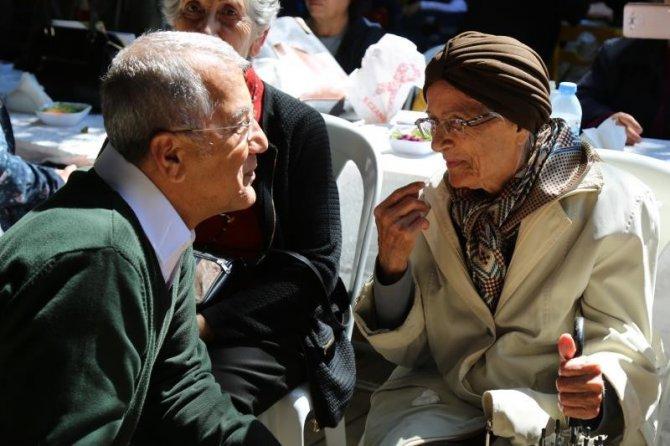 Mezitli'de Çocuklar İle Yaşlılar Bir Araya Geldi