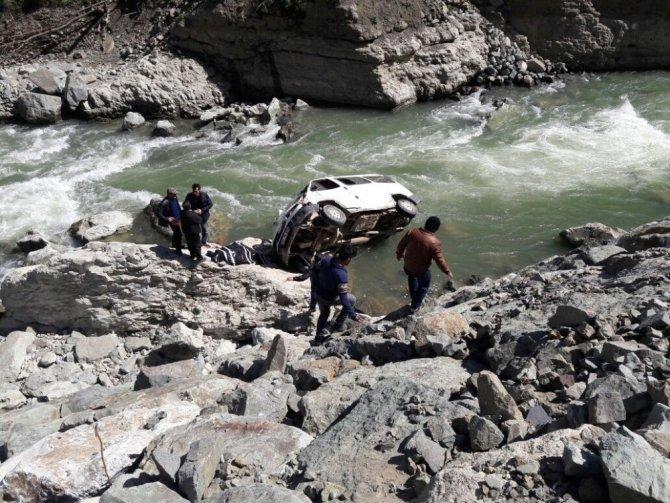 Ordu'da Minibüs Irmağa Uçtu: 1 Ölü, 2 Yaralı