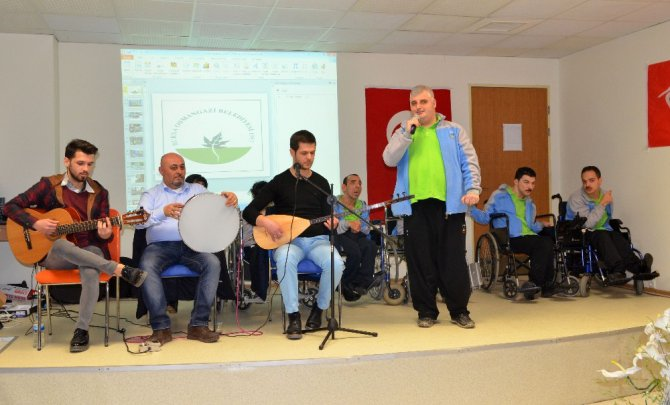 Engellilerden Huzurevi Sakinlerine Özel Konser