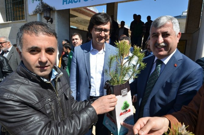 Yeşilyurt Belediyesi 17 Bin Adet Fidan Dağıttı