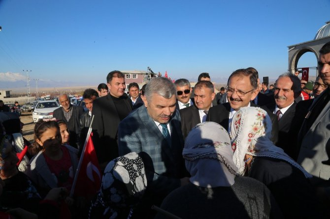 Bakan Özhaseki Ve Başkan Çelik Yeşilhisar'da