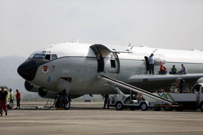 Endonezya Uçağı Acil İniş Yaptı