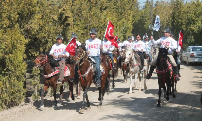 Konya'da Referandum İçin Atlı Evet Çağrısı