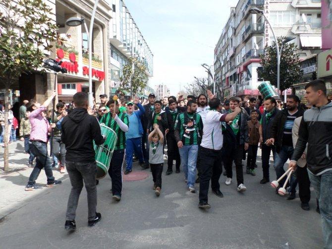 Sakaryaspor Taraftarı Orduspor Maçı Öncesi Yürüdü