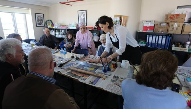 Yaşlılar Haftasında Ebru Sanatının İnceliklerini Öğrendiler