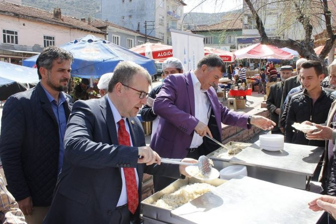 Başkan Duymuş, Milletvekili Eldemir'le Beldede Vatandaşlarla Bir Araya Geldi