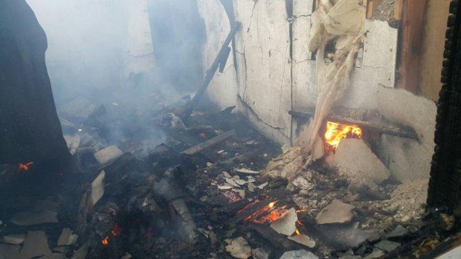 Horasan'da Çıkan Yangında 1 Ev Kül Oldu