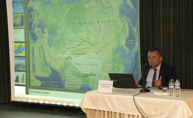 """Güncel Gelişmeler Işığında Doğu Türkistan"""" Konulu Konferans"""