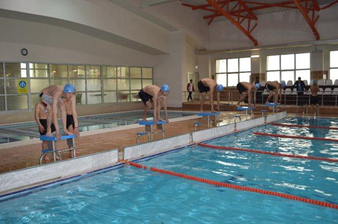 Şırnak'ta Yarı Olimpik Yüzme Havuzu Hizmet Vermeye Başladı