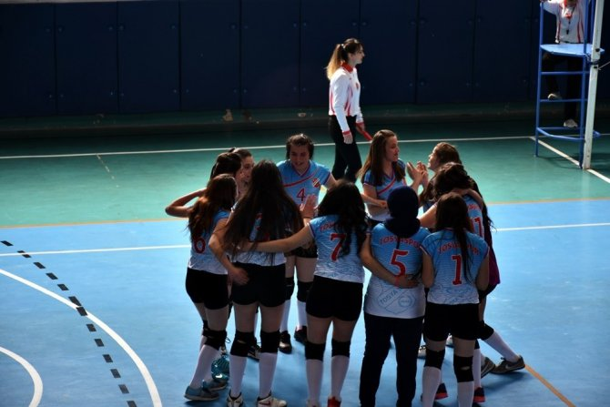 Tosyaspor Voleybol Takımı, Yarı Finale Yükseldi