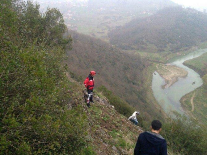 Dağa Tırmanmaya Çalışan Öğrenci Kayalıklarda Mahsur Kaldı