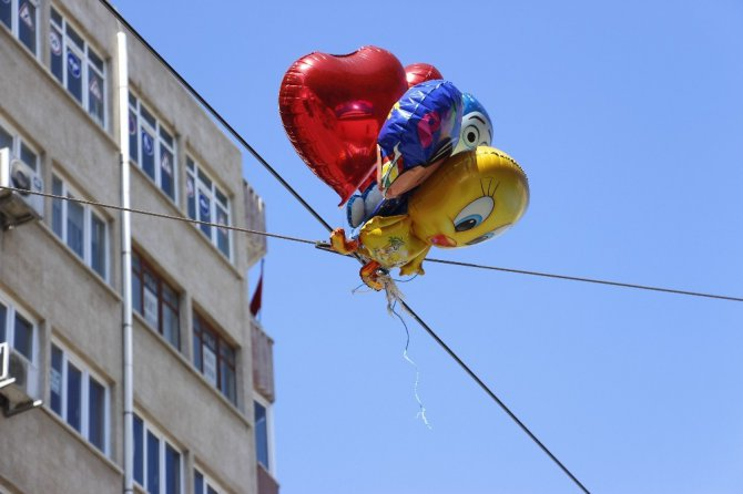 Eskişehir'de Tramvay Ulaşımına Uçan Balon Engeli