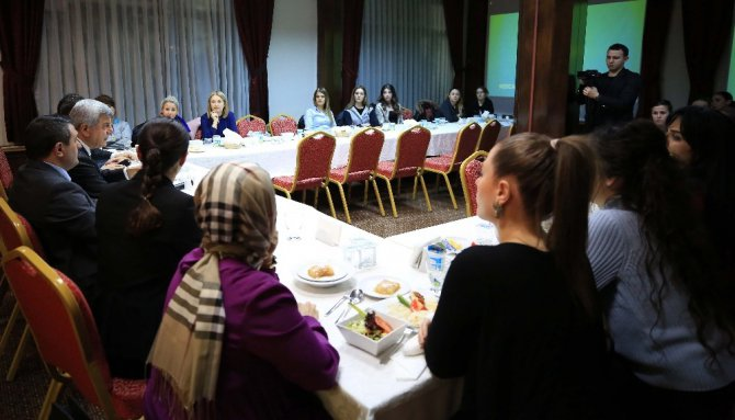 Başkan Karaosmanoğlu, Spor Eğitmenleriyle Buluştu