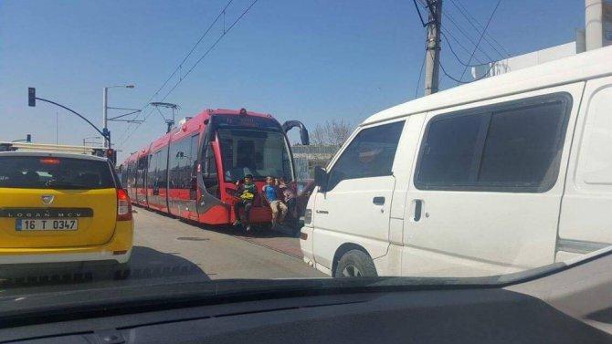 Tramvay Arkasında Ölümüne Yolculuk