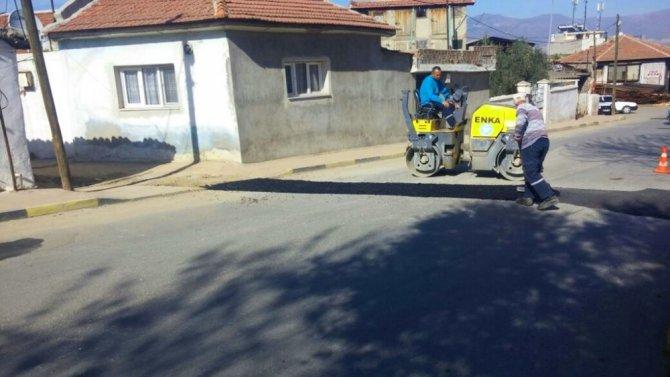 Alaşehir'de Bozulmuş Yollara Asfalt Çalışması