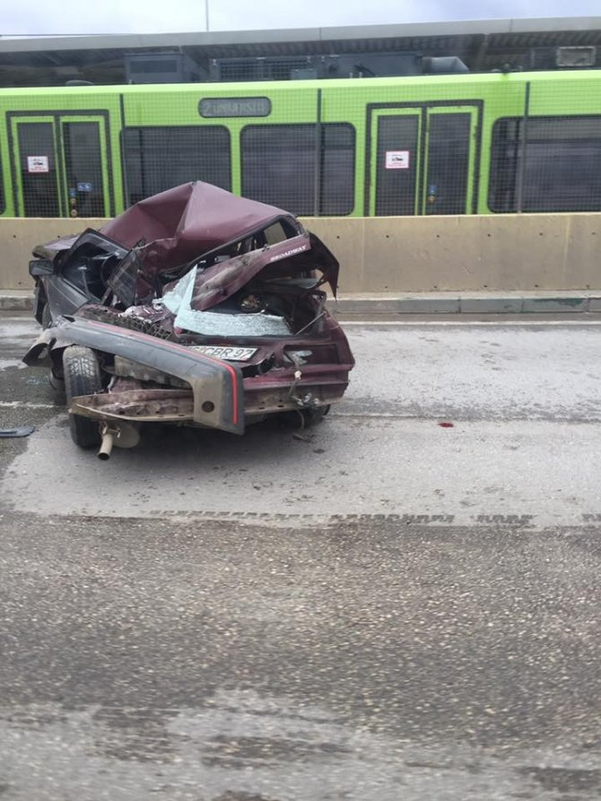 Bursa'da İnanılmaz Kaza...bu Araçtan Sağ Çıktı