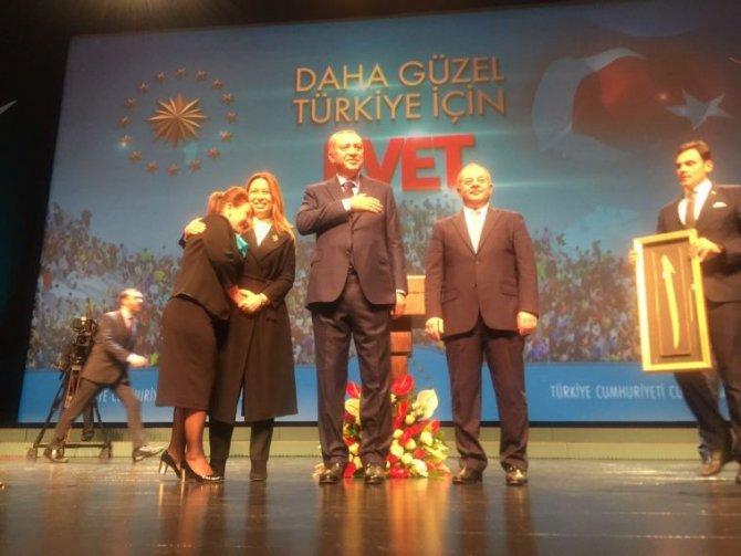 Cumhurbaşkanı Recep Tayyip Erdoğan Güzellik Uzmanlarının Beklediği İmzayı Attı