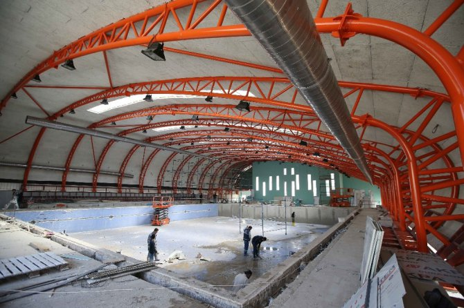 Karşıyaka'nın İlk Kapalı Havuzu Tamamlanıyor