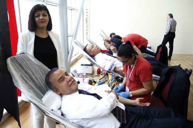 Başkan Böcek'in Hedefi Kan Bağışında Altın Madalya