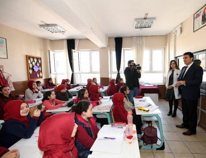 Öğrencilerden Dündar'a Doğum Günü Sürprizi