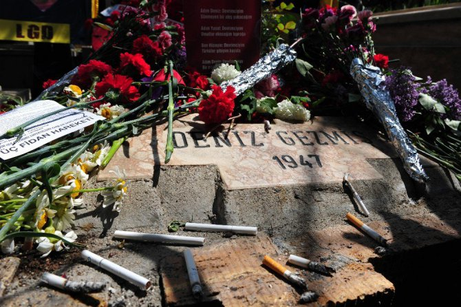 Deniz Gezmiş Ve Arkadaşları Ankara'da Mezarı Başında Anıldı - Görüntüler