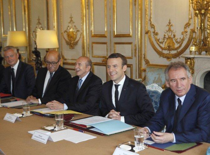 Fransa'da Macron önderliğinde İlk kabine toplantısı