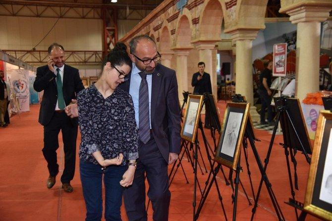 Erdoğan'ın resmini Çizen Gülşah'ın sergisine yoğun ilgi