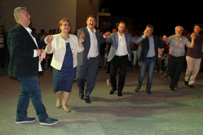 İzmir'de Rumeli şenliğine büyük ilgi