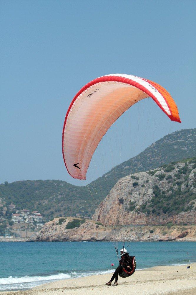 Alanya'da ''Türkiye Yamaç Paraşütü Hedef Şampiyonası''