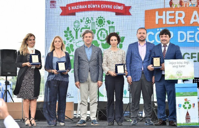 Dalgıçlar Dünya Çevre Günü'nde Haliç'te Atık Temizliği Yaptı