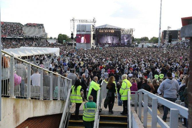 Manchester'da 50 Bin Kişilik dev Yardım Konseri