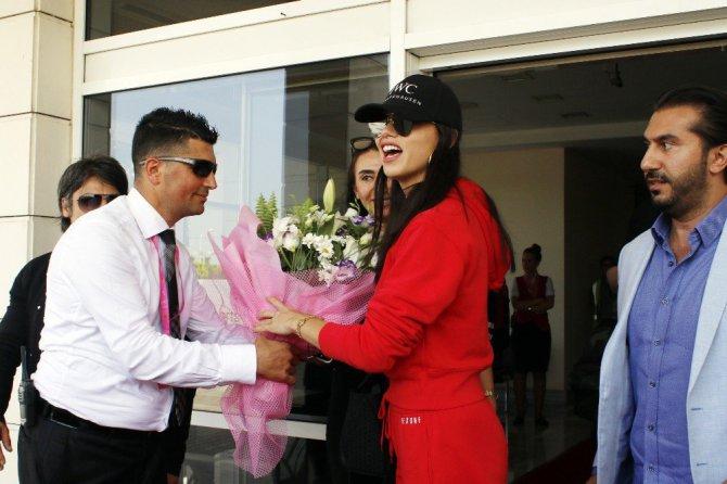 Ünlü Top Model Adriana Lima Antalya'ya Geldi
