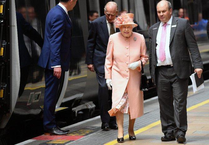 Kraliçe Iı. Elizabeth Kraliyet Tren Yolculuğunun 175. Yıldönümünü tebrik etti