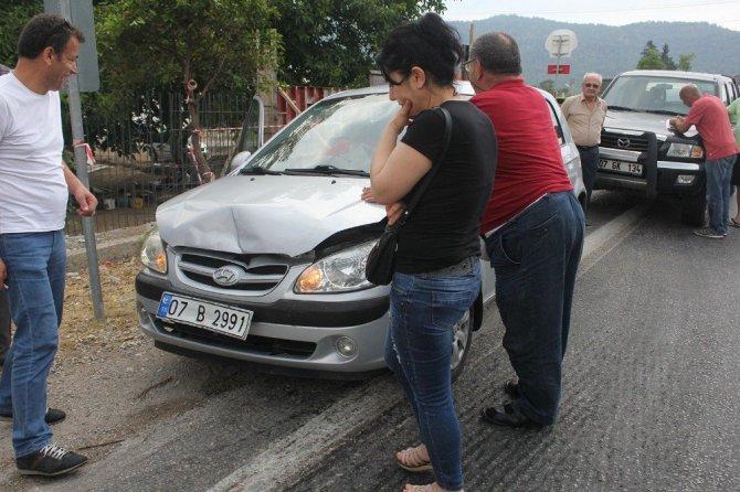 Antalya, Kemer'de Sürücüler Kazaya Bakarken 5 Araç Birbirine Girdi
