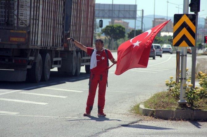 15 Temmuz Şehitleri anısına Ankara'ya yürüyen adam