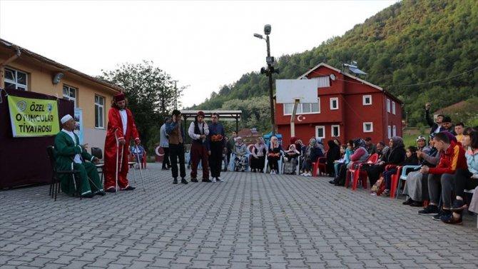 Sahne Tozunu Köylere Taşıyorlar
